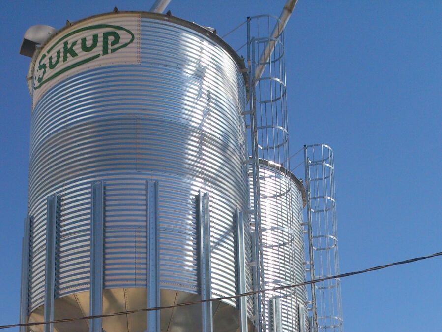 silos con tolva marca sukup por syb schmitt